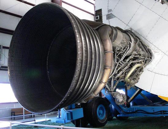资料图:土星5运载火箭采用的巨型火箭发动机
